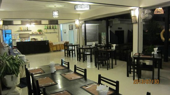 Bamboo Beach Hotel & Spa: Bar