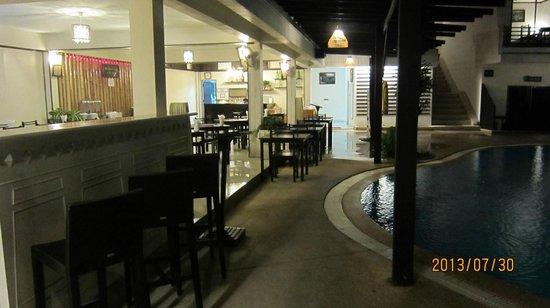 Bamboo Beach Hotel & Spa: Bar, dining