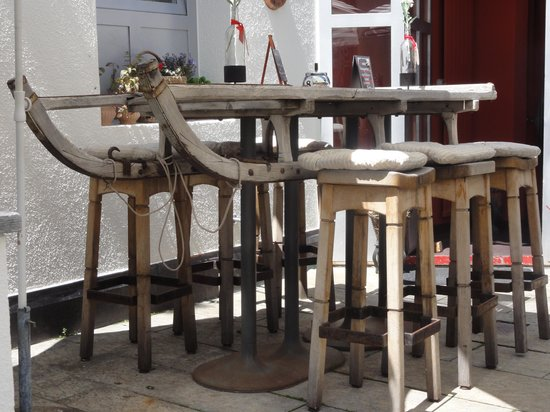 Piccolo - Simmens Rösti: interesting 'high table'