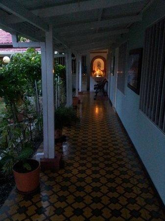 Casa Omaira: corredor en común de las habitaciones