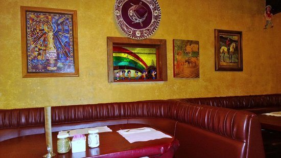 La Casita Mexican Food: Center of the picture is the original take out window