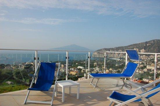 Art Hotel Gran Paradiso: Pileta y vista