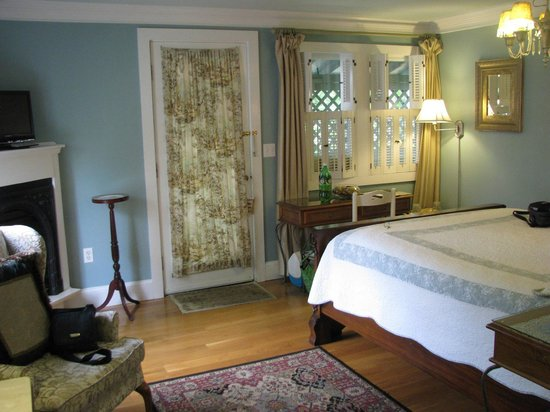 Victorian Ladies Inn: The Edward room