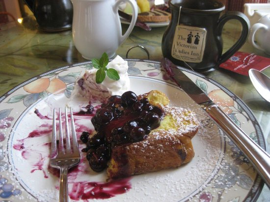 Victorian Ladies Inn: Stuffed french toast with strawberries, blueberries and whipped cream