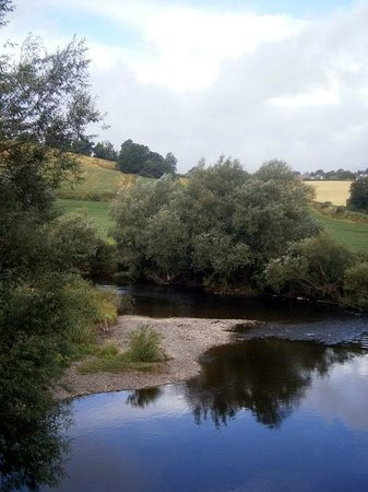 The Inn On The Wye: The view from Kerne Bridge, just outside the Inn, downstream