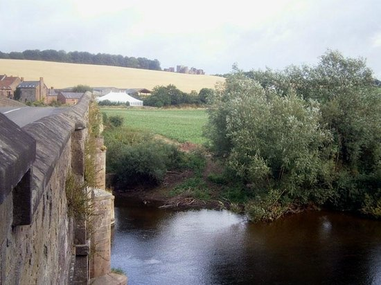 The Inn On The Wye: The view from Kerne Bridge, just outside the Inn, upstream
