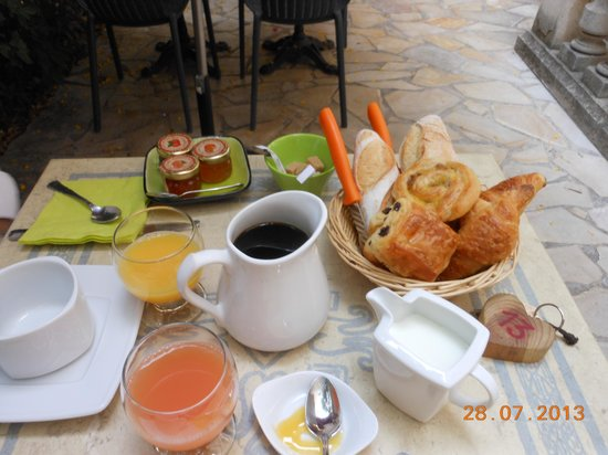 i tavolini per la colazione all 39 aperto picture of hotel du parc montpellier tripadvisor. Black Bedroom Furniture Sets. Home Design Ideas