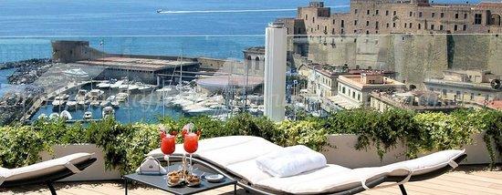 Solarium/terrazza - Picture of Eurostars Hotel Excelsior, Naples ...