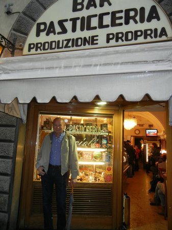 Bar Pasticceria Piccioli: Dennis stands in front so we can return one day!