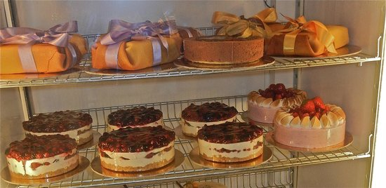 Bar Pasticceria Piccioli: All the cakes & tortes looked heavenly too.