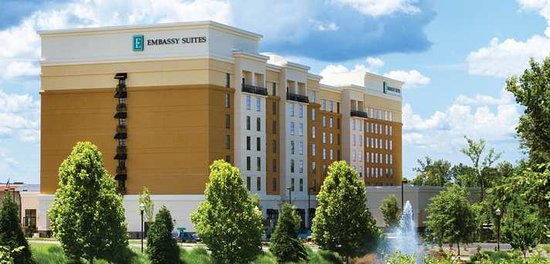 Embassy Suites by Hilton Chattanooga/Hamilton Place: The outside of our beautiful property.