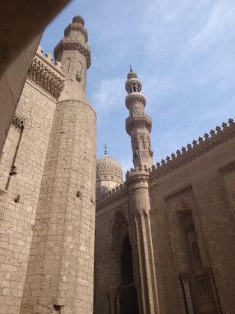 Al Rifai Mosque: exterior