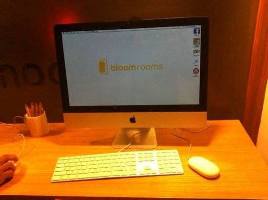 bloomrooms @ New Delhi Railway Station: iMac at the lounge