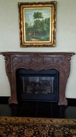 Carnegie Hotel: fireplace in living room