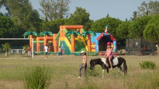 Camping Le Sainte Marie : balade à poney, jeux gonflables, terrains de foot