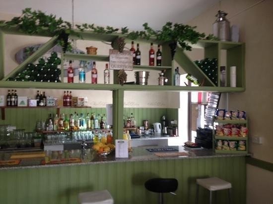 The Vineyard Taverna : bar