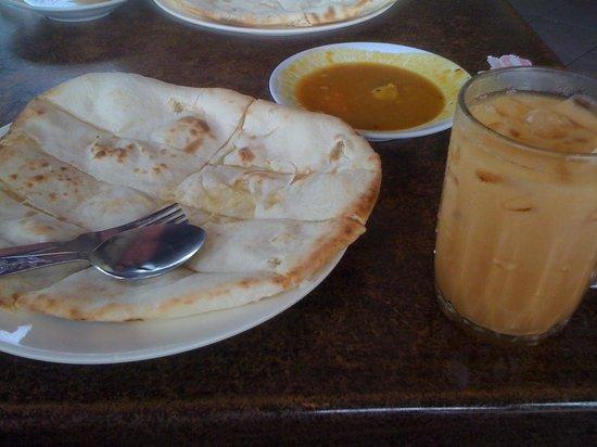 Bombay Spices: チーズナンとテアイス(アイスミルクティー)