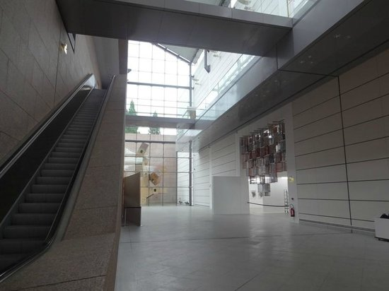Interior do museu picture of musee d 39 art moderne et contemporain strasbourg tripadvisor - Musee art moderne strasbourg ...