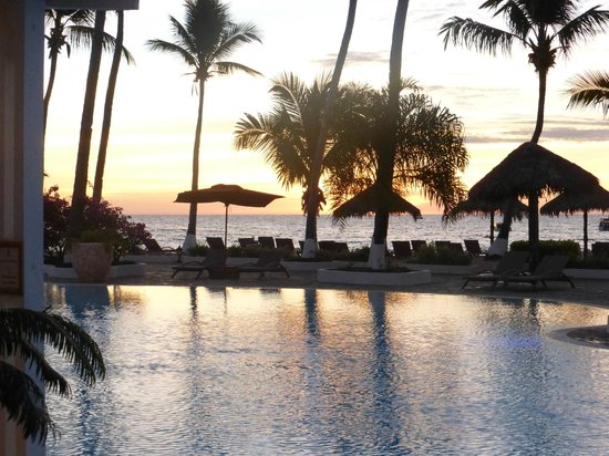 Andilana Beach Resort : Piscina al tramonto