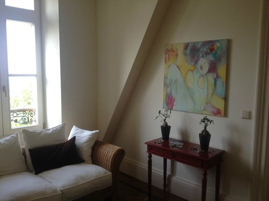 Bordeaux Chateau B&B: sitting area on the third floor