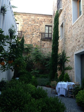 Atrio Restaurante Hotel Relais & Chateaux: Giardino