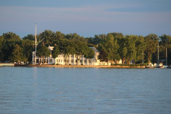 Toronto Bicycle Tours : Royal Ontario Yacht Club