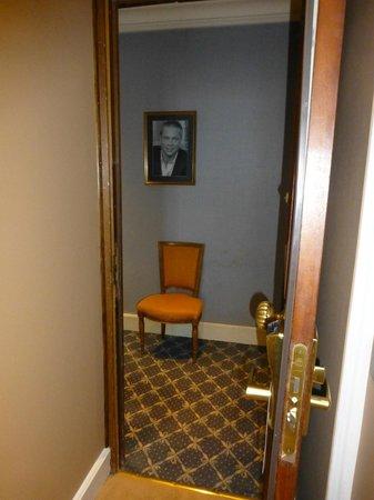 Hotel Splendid: Фото из обварованной комнаты 306 в коридор