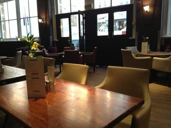Auberge - Waterloo: Room (empty)