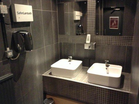 Auberge - Waterloo: Sink