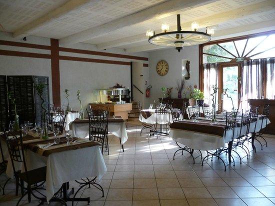 Logis Auberge Du Chateau: Salle à manger