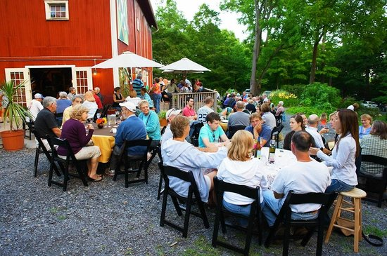 billsboro winery: pizza on the patio