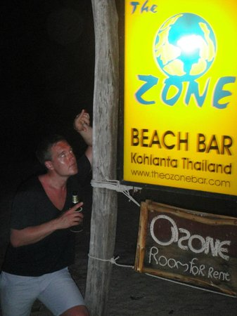 Long Beach Chalet: decent partys at this bar along the beach