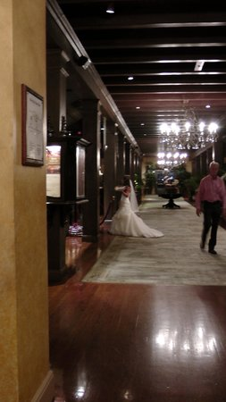 The Mission Inn Hotel and Spa: hotel is clearly bride central
