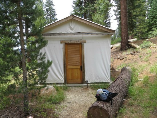 Sequoia High Sierra Camp: Outside of Cabinn