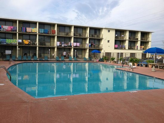 The Beachmark Motel: Huge Pool