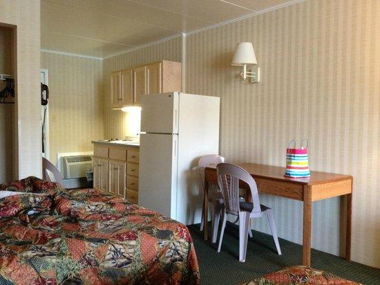The Beachmark Motel: Sleeping/Living area