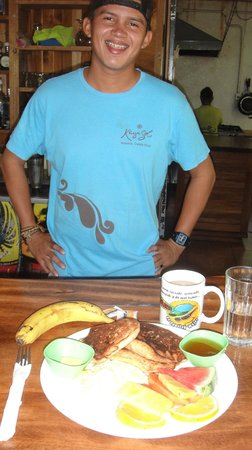 KayaSol Restaurant: Breakfast served everyday at 7am with a smile...and my invisible amigo cup...ALWAYS