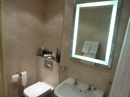 Barton Grange Hotel: bathroom