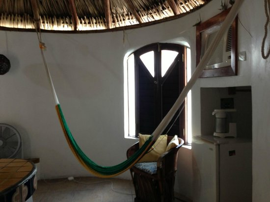 Amaranto Bed and Breakfast : Hammock in the room, which is right by the AC so you get a cool breeze.