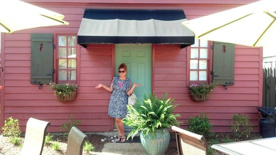 The Williamsburg Manor Bed and Breakfast : Love this little cottage!