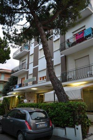 Hotel Ausonia: Вид с улицы