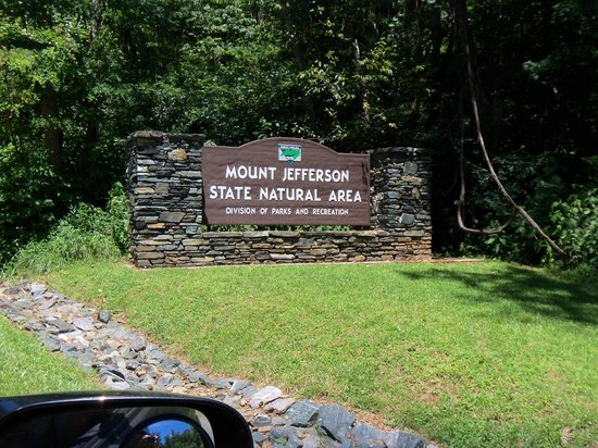 Mount Jefferson State Natural Area : entrance sign