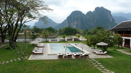 Riverside Boutique Resort: Pool mit Aussicht