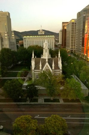 Salt Lake Plaza Hotel: View from window at the end of our hotel floor
