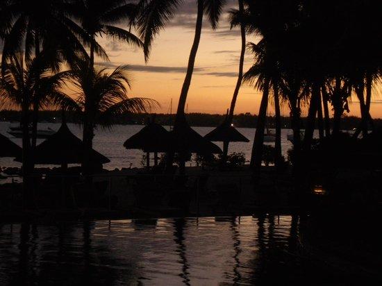 Mauricia Beachcomber Resort & Spa: Vista desde la piscina