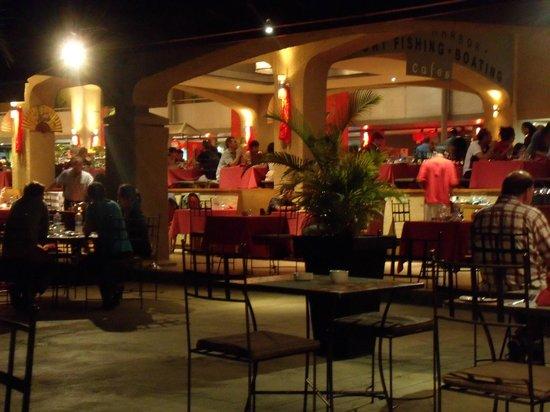 Mauricia Beachcomber Resort & Spa: Buffet