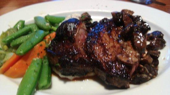 Sweet T's Restaurant & Bar : Rib eye steak