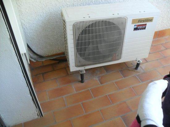 Hotel Acapella: climatisation non fonctionnelle a manipulée avec bcps de precaution