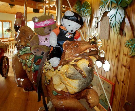 Kellogg, Minnesota: my teddy bears riding the bear ;-)