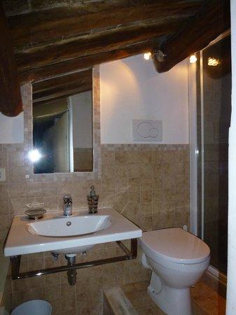 Eats & Sheets Colosseo: Bathroom
